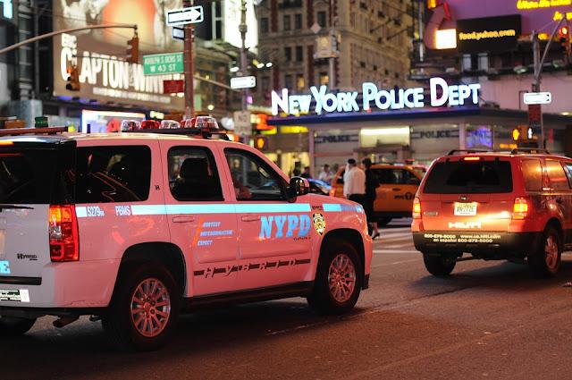 Policía NY persigue hombre disparó en Harlem