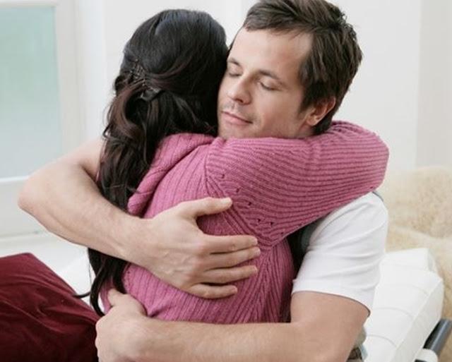 रोजाना गले लगाने से होने वाले फायदे को जान रह जाएंगे दंग