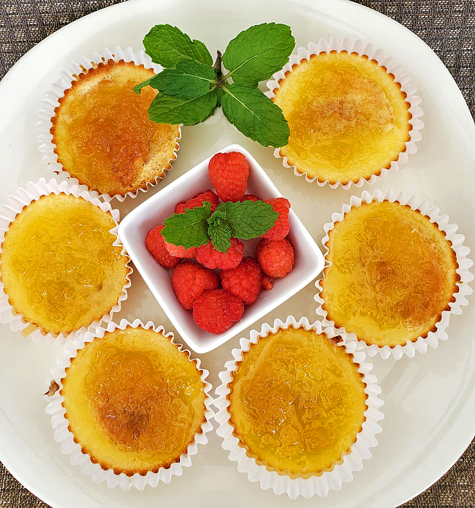 this is a plate of mini cupcake cheesecakes topped with pineapple pie filling