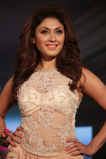 Manjari Phadnis Walks the Ramp At Designer Nidhi Munim Summer Collection Fashion Week (6).JPG