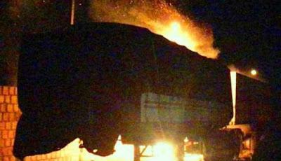 Carreta pega fogo e fica destruída em pátio da PRF