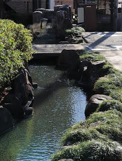 岩戸川せせらぎ 小川の流れる写真