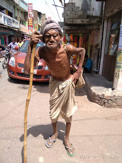 New India Old Man Forced To Beg For Food Uttar Pradesh
