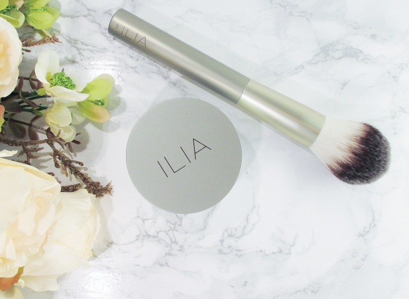 ilia-finishing-powder-face-brush