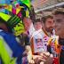 Rossi Dan Marquez Berjabat Tangan