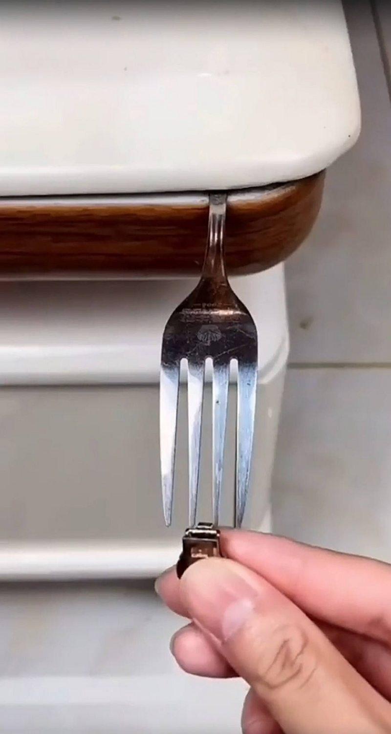Sencillo truco del tenedor para arreglar el cierre de la chaqueta