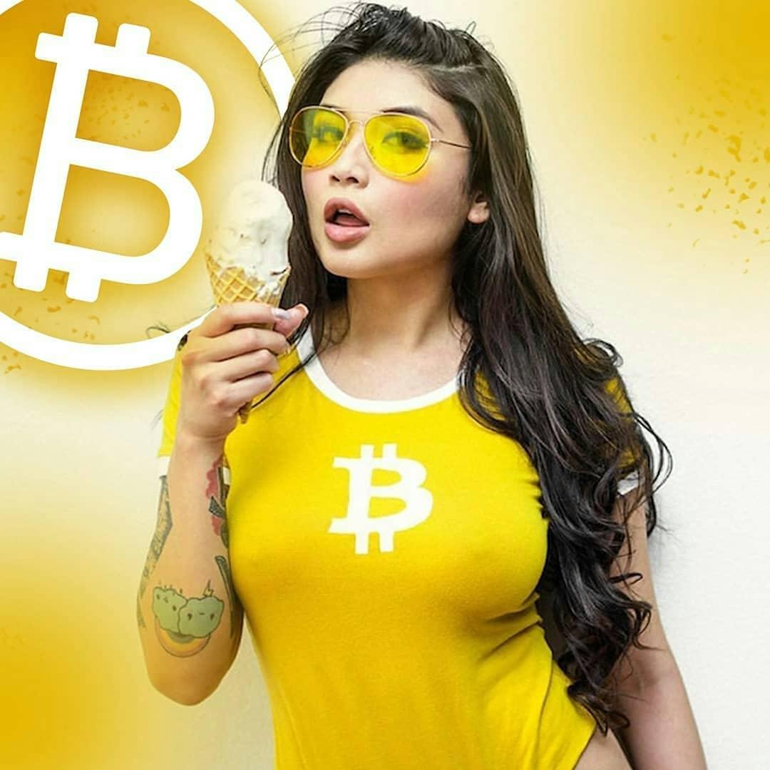Bitcoin Girl DP