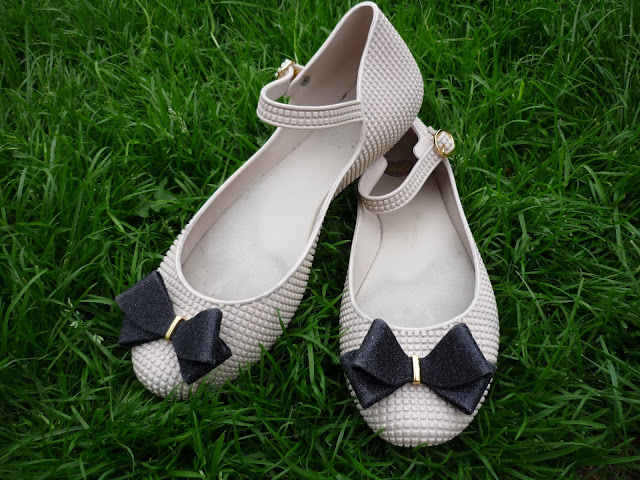 Mel Flat Jelly Shoes Creme Black Bow