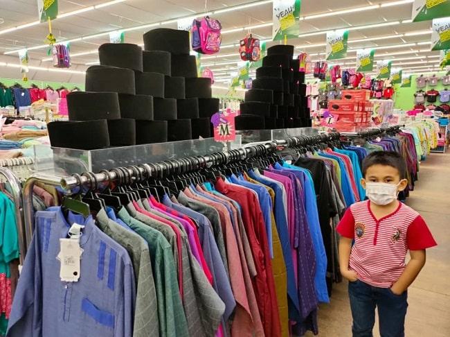 Selesai Shopping Baju Raya Di Pusat Pakaian Hari-Hari