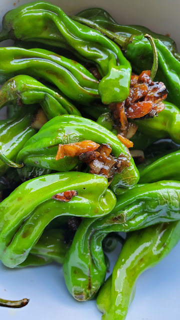 Green shishito peppers topped with garlic and soy sauce fashioncrazedfoodie