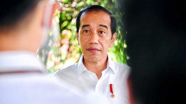 Jokowi Minta Warga Aktif Mengkritik, Aktivis: Lah Aku Kok Malah Dideportasi?