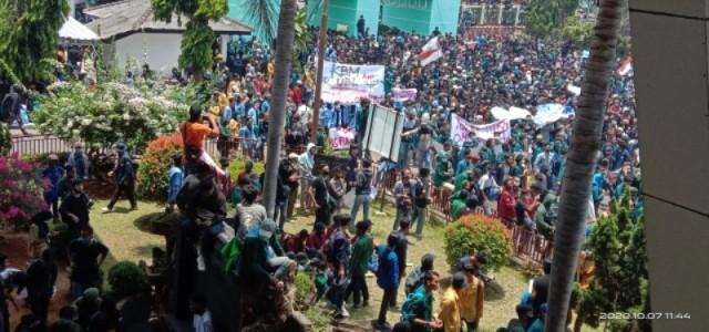 Ribuan Mahasiswa Lampung Dan Buruh Tuntut Pencabutan Omnibus Law Cipta Kerja
