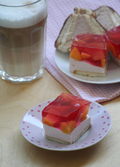 sernik, owocem galaretka, herbatniki