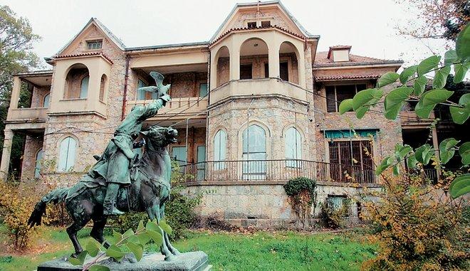 Αυτά μονο στην Ελλάδα - Βασιλικά ανάκτορα Τατοΐου:Σε καμία χώρα δεν άφησαν τα ανάκτορα να γίνουν ερείπια!!
