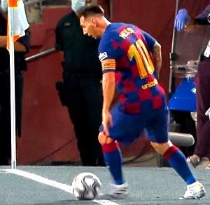 Variasi Gerak Menghentikan Bola dengan kaki bagian luar