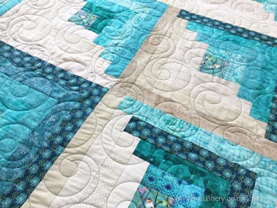 'Bubbles' quilting pattern on Eirwen's log cabin quilt.  Quilted by Frances Meredith, Fabadashery Longarm Quilting