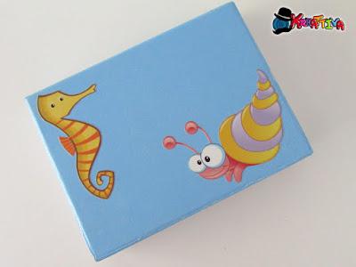 scatola per il cucito con personaggi marini e adesivi murali