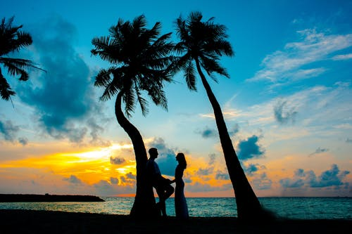 ROMANTIC STATUS Video in Hindi