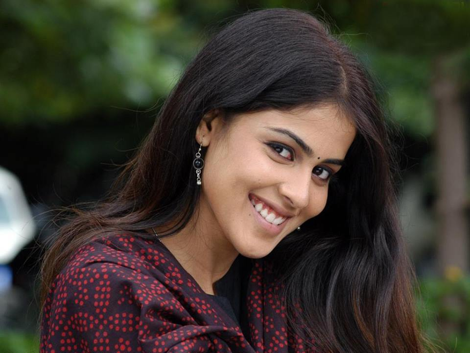 Genelia D Souza Wallpapers 30 Hd Pics: Genelia Dsouza HD Wallpaper