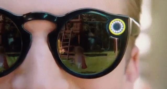 سناب شات تقوم بتغير اسمها إلى سناب وتكشف عن النظارة الذكية الاولى لها