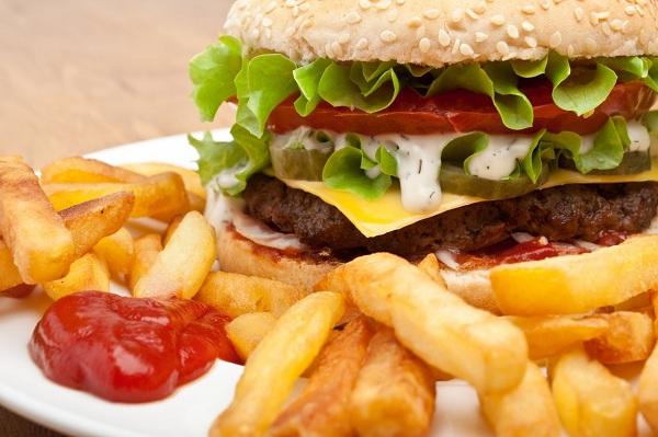 7 Efek Buruk Mengkonsumsi Junk Food Bagi Kesehatan yang Kerap di Abaikan