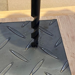 焚火台 自作 作り方 ドリルで穴を空ける