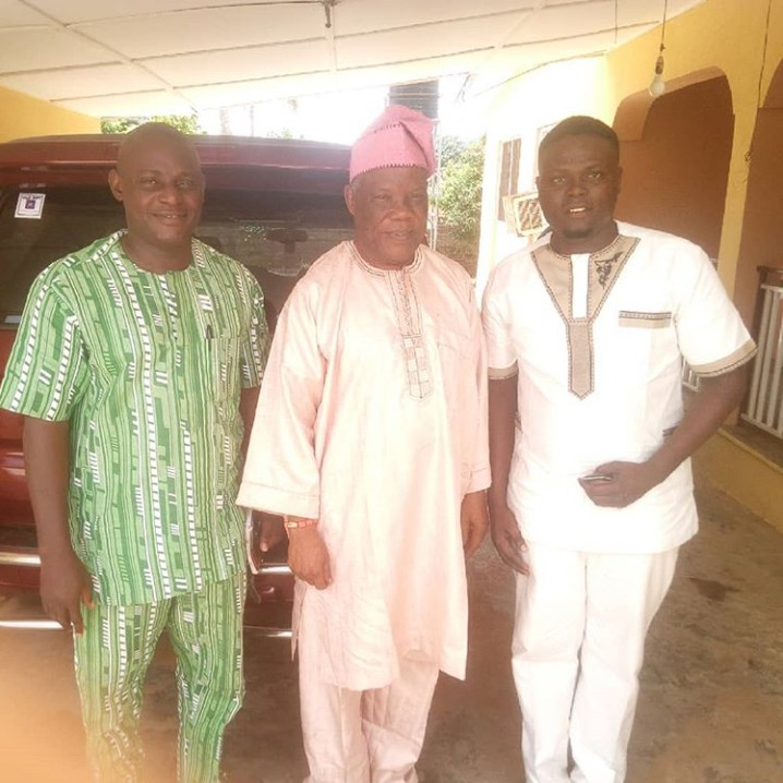 Aborode Oyeniyi of NEYOCHIN EVENTS Meets With Ashiwaju Fadairo, And CEO/MD Ladart Production of Oyo State Photos