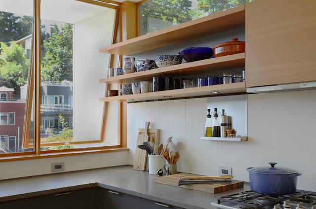ชั้นวางของในห้องครัว
