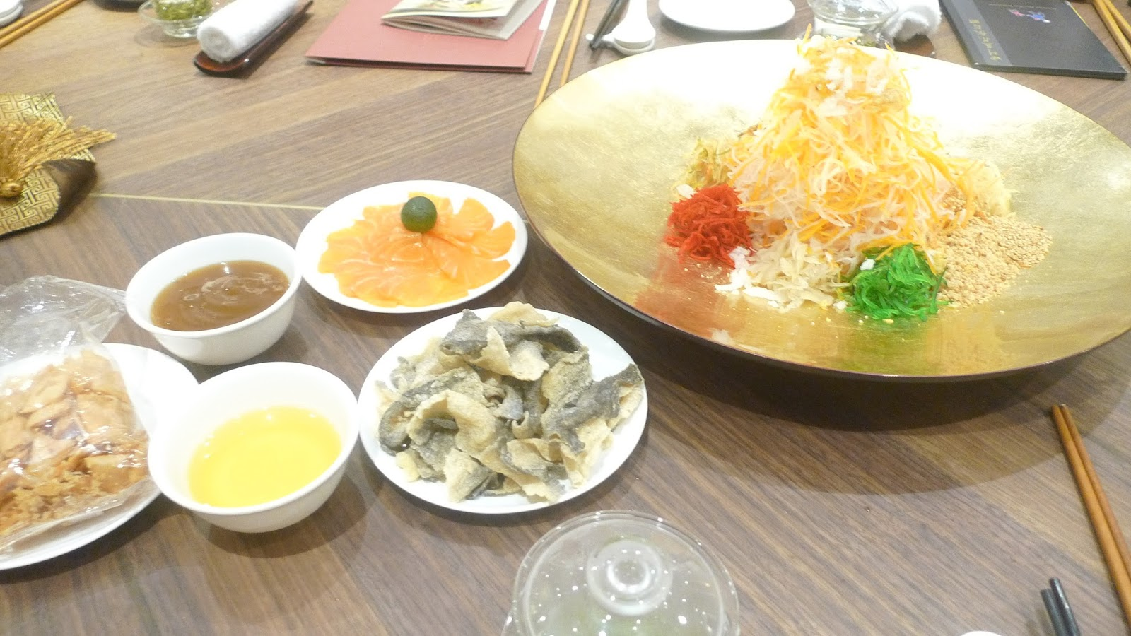 No gathering during Chinese New Year is complete without a Yu Sheng.  Thankfully 0a1e929d1