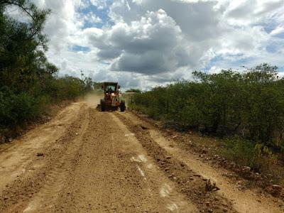 Prefeitura Municipal de Prata recupera estradas vicinais do Município