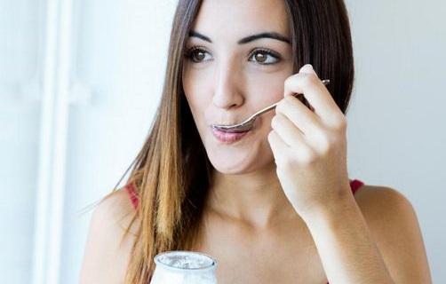 12 Cara Memutihkan Gigi Kuning Secara Alami, Enggak Malu Apa Giginya Kuning..