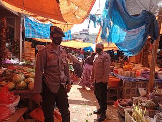 Bhabinkamtibmas Tegaskan Bahwa Di Pasar Citra Baraka Harus Sesuai Prokes