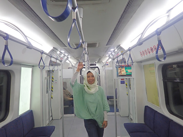 naik lrt di malaysia