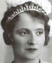 emerald pearl tiara cartier princess begum andree aga khan