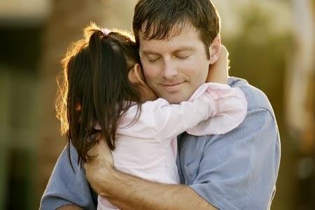 Ini Manfaat Pelukan Orangtua Kepada Anak