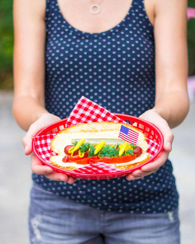 Host a backyard BBQ for your 4th of July party with these simple ideas!