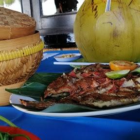 Seafood Bakar dan Cahaya Mentari di Pantai Jimbaran