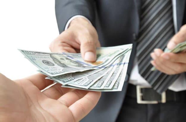 كيفية استثمار مالك دون ترك عملك