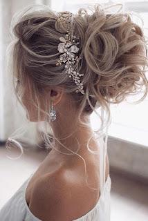 cabello recogido chongo y tocado de novia