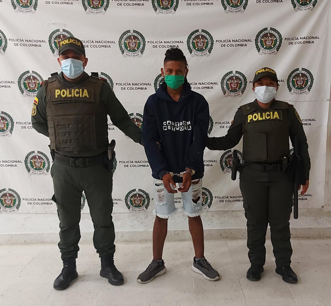 https://www.notasrosas.com/Joven es capturado en Riohacha, por traficar con cocaína