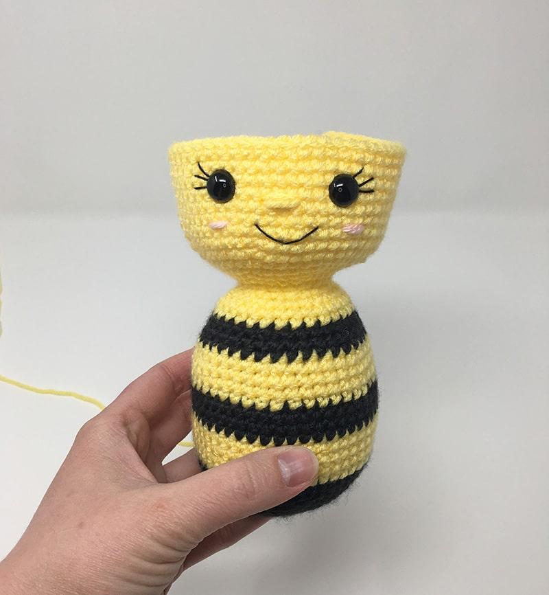 Little Bobby the bumble bee amigurumi pattern | hookabee | 866x800