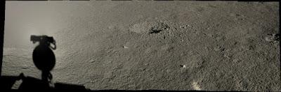 crater en el lado oculto de la luna visto por Yutu-2