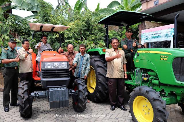 Pemkab Trenggalek Serahkan Ratusan Bantuan Alsintan Untuk Petani