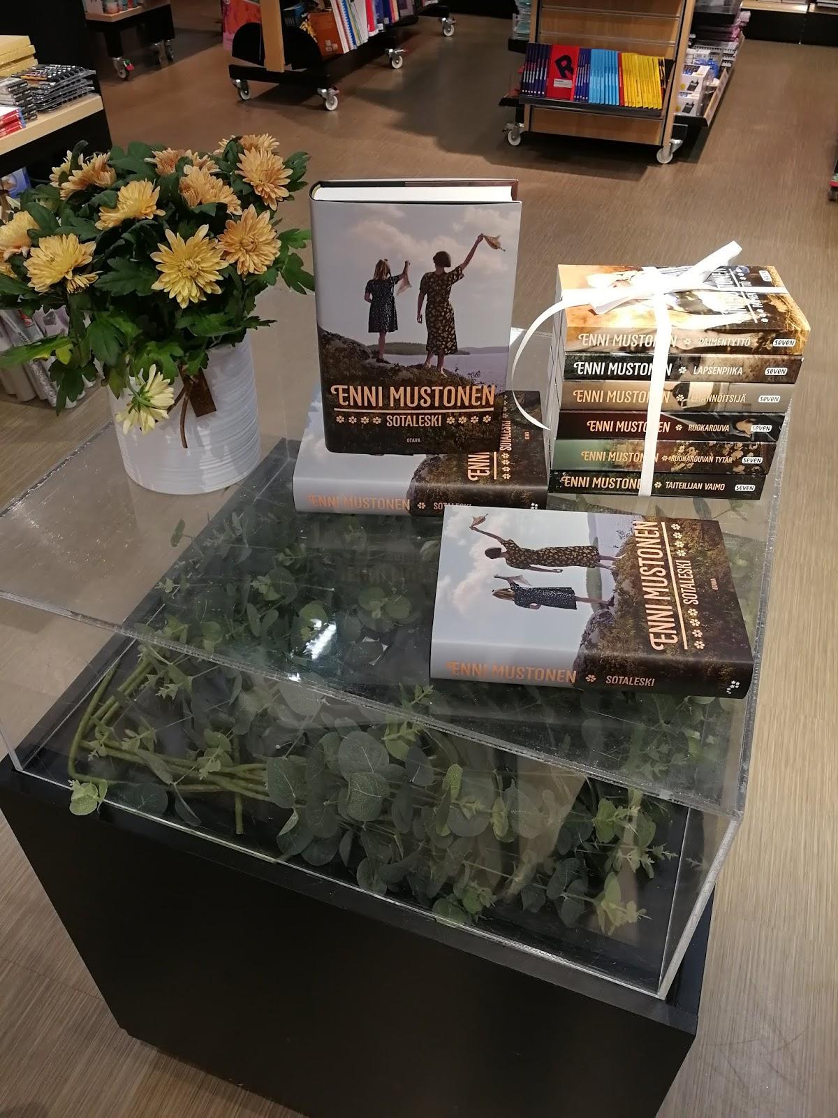 kirjailijavieras enni mustonen suomalainen kirjakauppa sotaleski