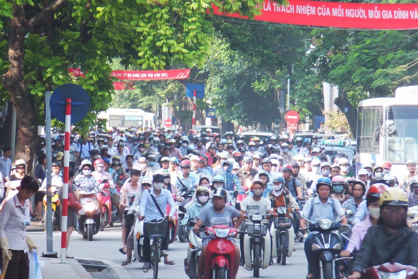 traffic-jam-bymotorcycle ハノイのバイク群