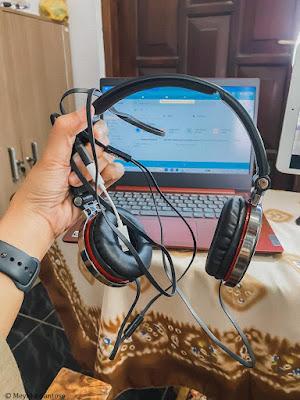 headphone untuk Kiat dan persiapan mengajar online untuk guru pemula