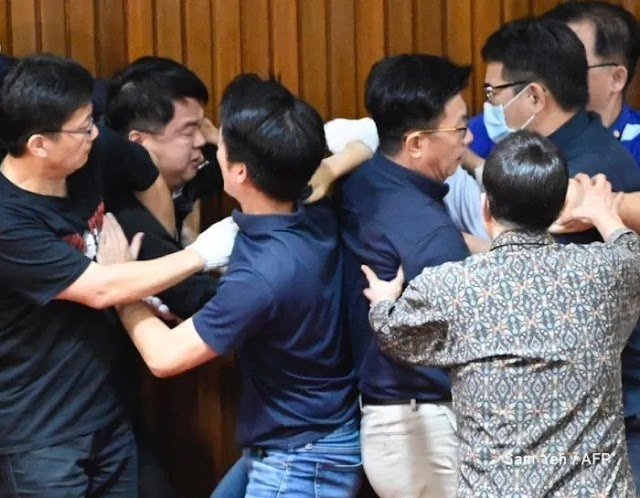 Fight erupts inside and outside Taiwan parliament