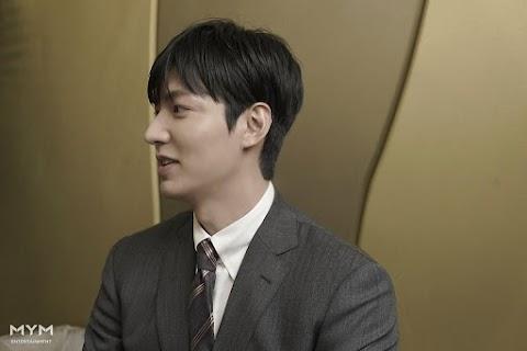 """""""Lee Min Ho"""" vuelve hacer """"noticia"""" en reciente evento por fuente de su agencia."""