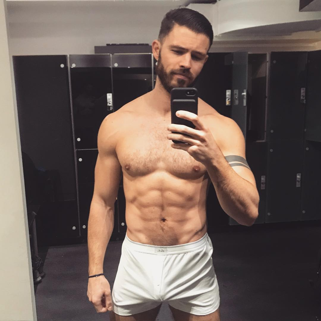 Shirtless Men On The Blog: Josh Wald Mostra Il Sedere