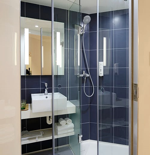 Framed vs. Frameless Shower Doors, home improvement, home renovation, bathroom, shower door, lifestyle